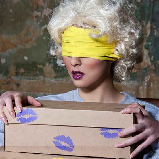 Blindfold Trainer Love